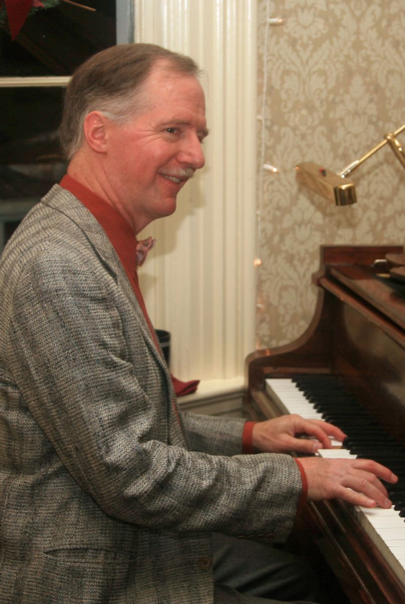 Tom Bopp performing in the piano lounge at the Wawona Hotel