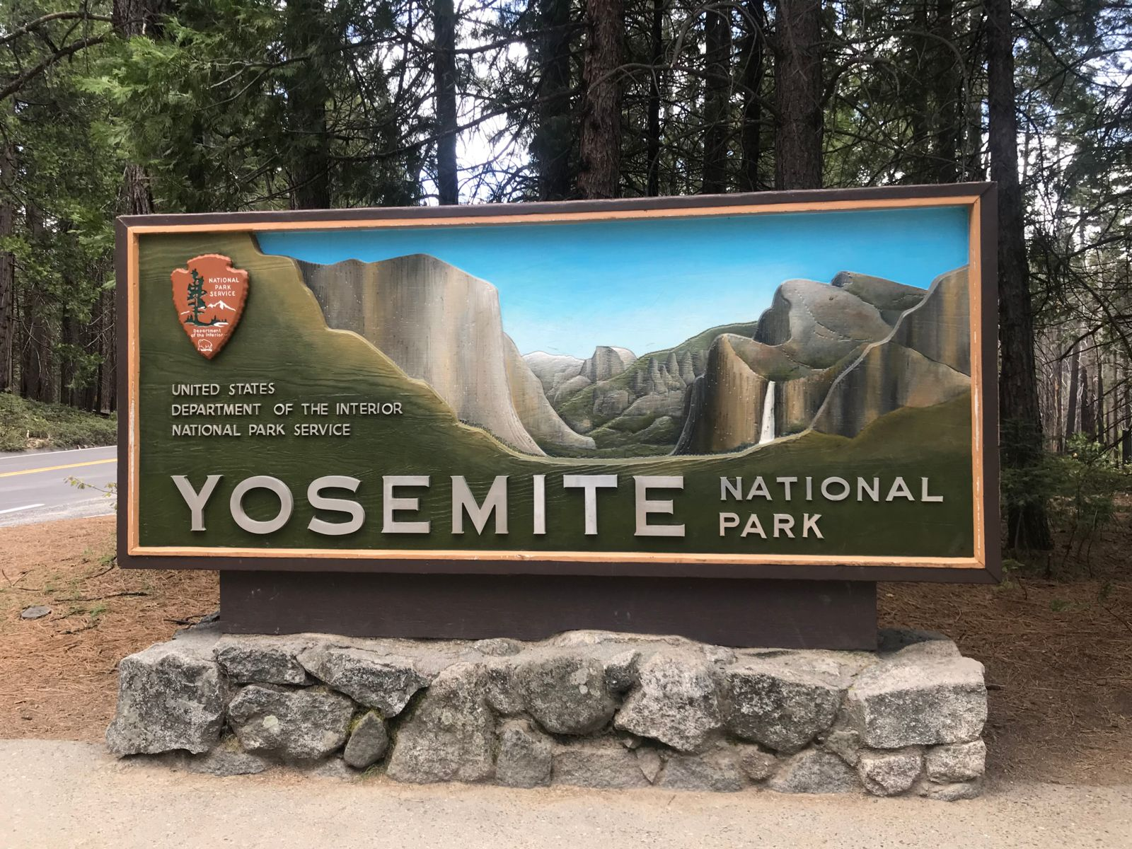 Yosemite National Park welcome sign